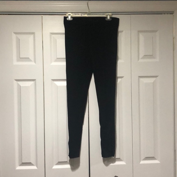 Black leggings with size toe detail size M